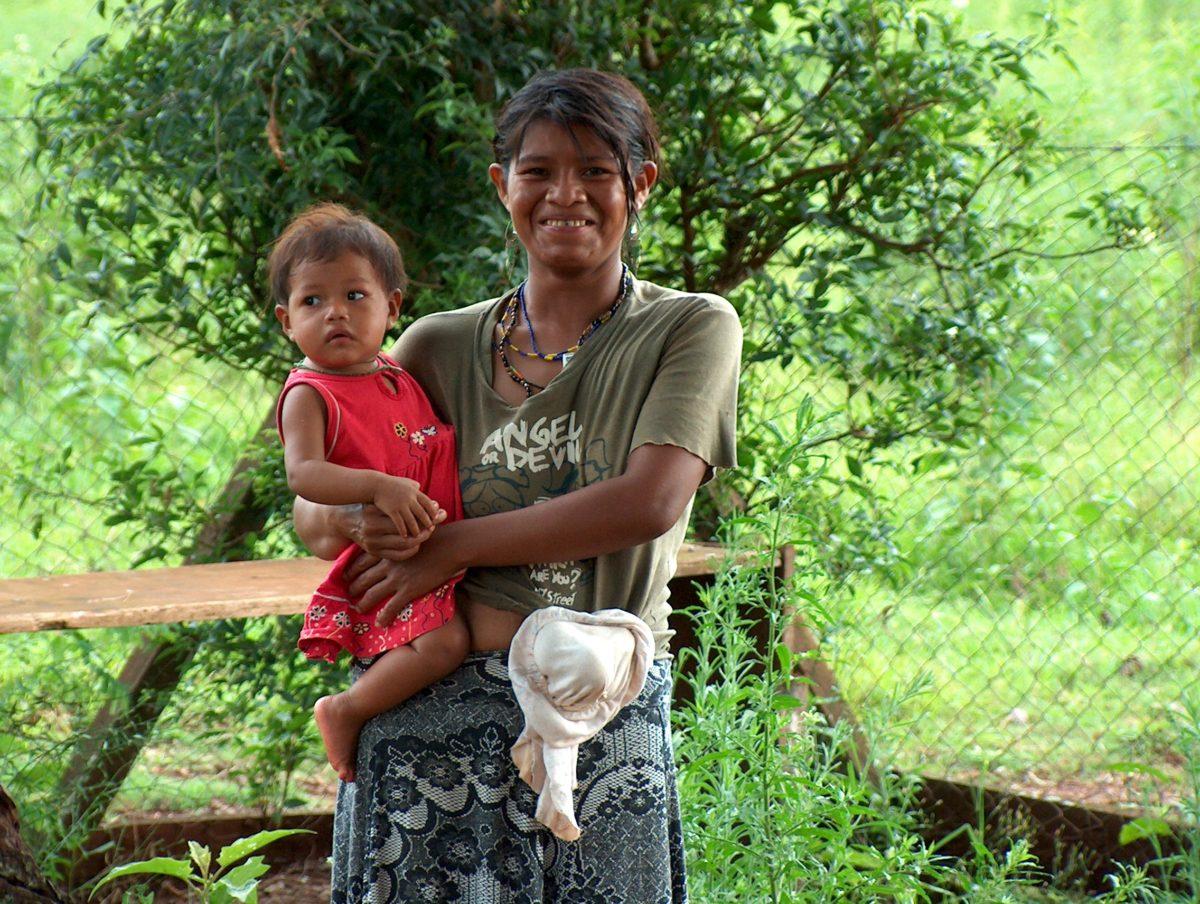 Guarani Frau & Kind